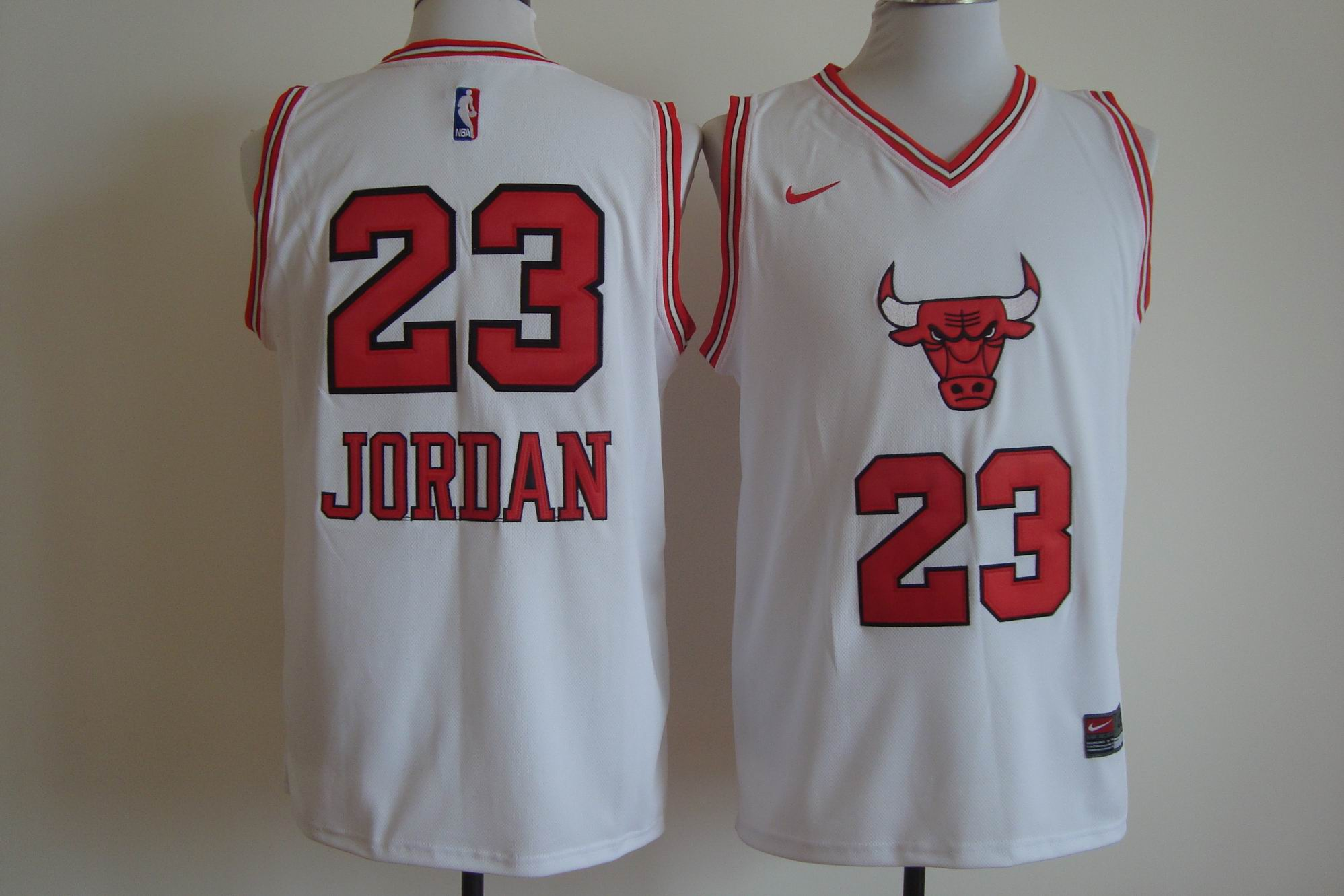 Men's Nike Chicago Bulls #23 Michael Jordan White Bull Head Fashion Stitched NBA Jersey