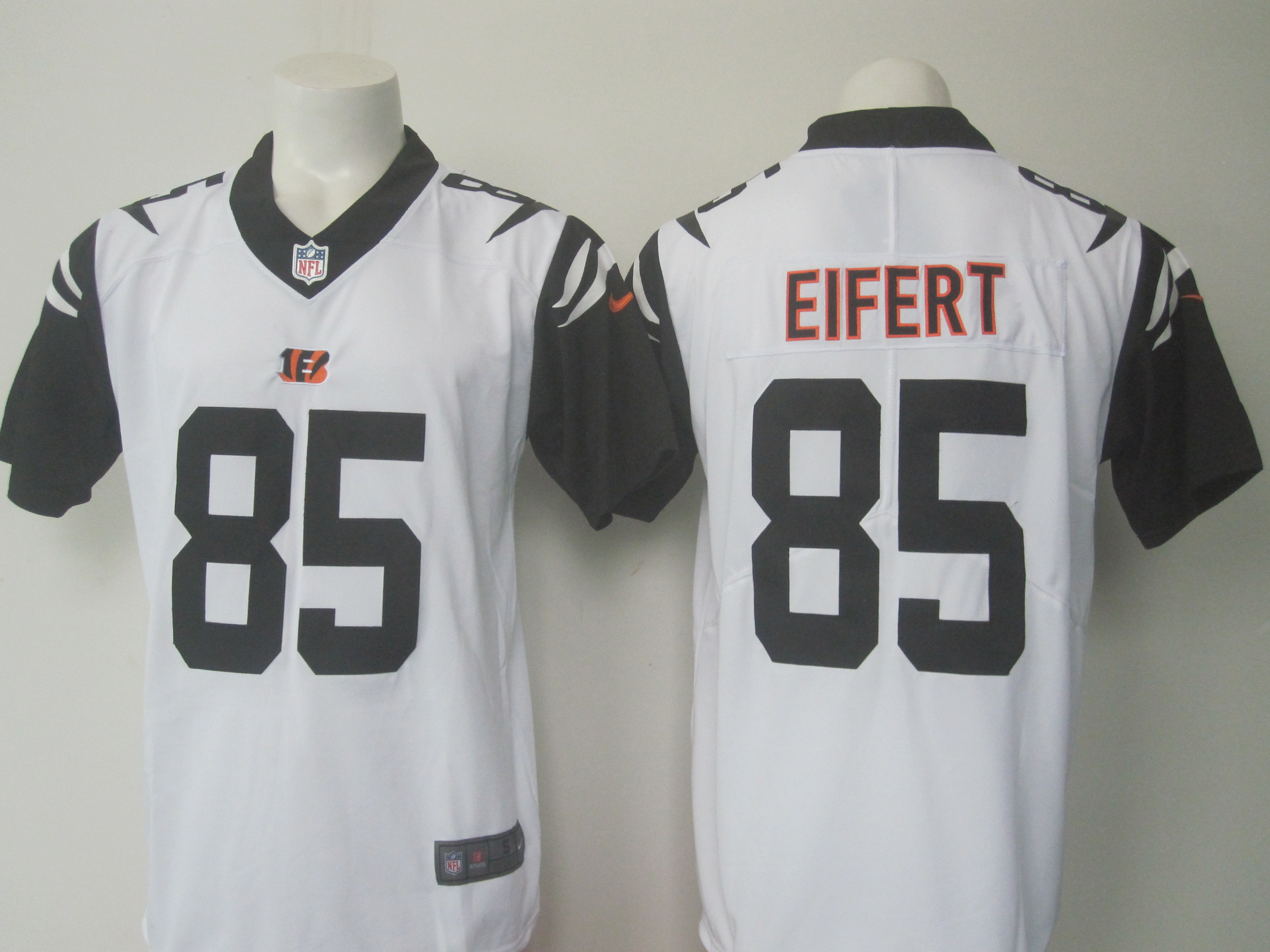 397a5ee570e Men s Nike Bengals  85 Tyler Eifert White Limited Rush Stitched NFL Jersey